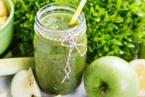 Suco detox de maça verde com abacaxi