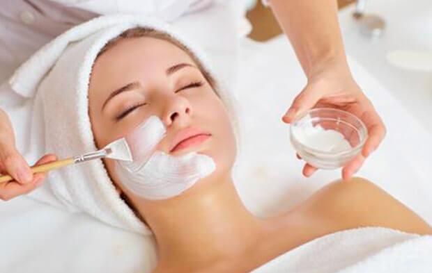 Faça tratamentos faciais para diminuir o aparecimento das rugas.